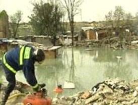 Los Bomberos siguen achicando agua en El Gallinero