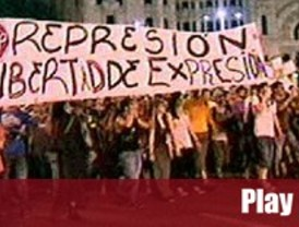 Los 'indignados' abandonal Sol con una protesta nocturna