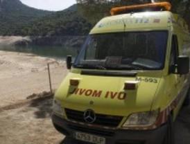 Hallan el cuerpo de un motorista que murió al caer por un barranco en Canencia