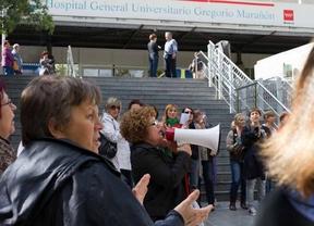 Protesta de limpiadoras ante el Gregorio Marañón
