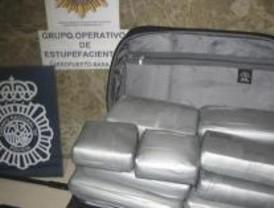 Cuatro detenidos con más de 14 kilos de cocaína en Barajas