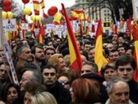 PSOE y PP contraatacan tras la guerra de cifras por la manifestación