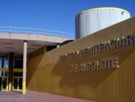 Un incendio en la cárcel de Albolote provocado por una interna causa ocho heridos