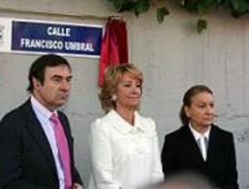 Descubierta la placa de la calle con el nombre de Francisco Umbral