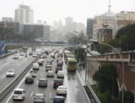 La lluvia dificulta el tráfico en Madrid