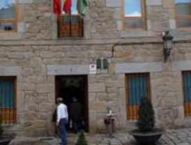 La compañía circense Kambahiota ofrece un espectáculo aéreo en Navacerrada