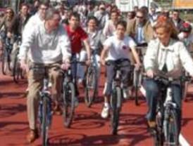Gallardón promete construir 457 kilómetros de red ciclista hasta 2016