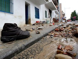 Una muerta y graves destrozos por la lluvia