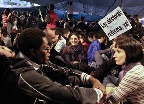 Los jóvenes se drogan menos y se interesan más por la política que antes de la crisis