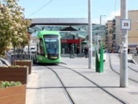 Aguirre pone autobuses por si 'descarrila' el tranvía de Parla
