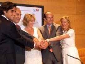 Aguirre firma los convenios para los nuevos hospitales de Móstoles y Torrejón