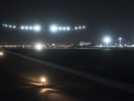 El Solar Impulse aterriza en Barajas