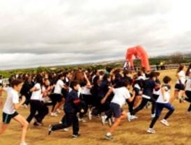 Más de 1.500 corredores participan en el cross 'Campo a través de Navidad' de Pozuelo