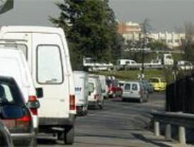 La hora punta en la M-30 se prolonga con atascos desde Pirámides a Ventas