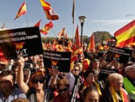 Voces Contra el Terrorismo corta el tráfico en la Castellana entre insultos a Zapatero