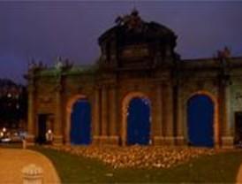 El Ayuntamiento apagará la Puerta de Alcalá de 19,55 a 20 horas