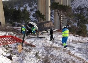 Muere tras caer con su furgoneta desde una altura de 35 metros en un puente sobre el río Cofio
