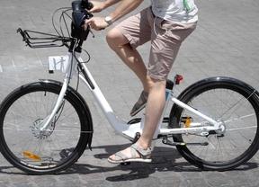 Ciclistas advierten que las multas no acabarán con las bicicletas en las aceras