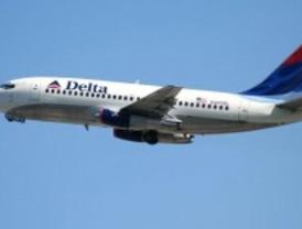 Retrasado un avión tras impactar con un ave