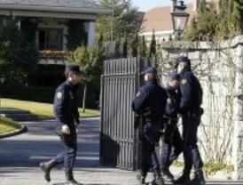 La Policía registra varias casas de Ruiz-Mateos