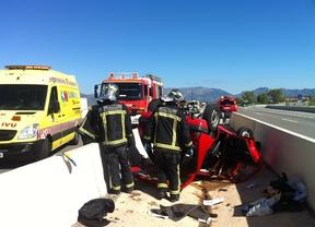 Dos heridos al volcar su vehículo en El Molar