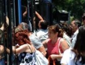 El paro de Metro colapsa la EMT y provoca el caos circulatorio en Madrid