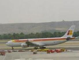 Inmovilizado un avión en Barajas tras aparecer dos serpientes en su bodega