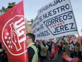 Trabajadores de Correos se manifiestan para pedir mejor salario