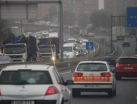 Precaución por niebla y lluvia en las carreteras