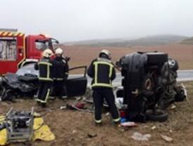 Un fallecido y dos heridos graves tras una  colisión en la M-226