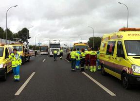 Cinco ancianos resultan heridos en una colisión entre dos turismos en la A-4
