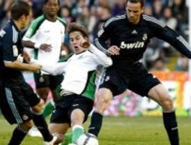El Real Madrid conserva el liderato a una semana del clásico