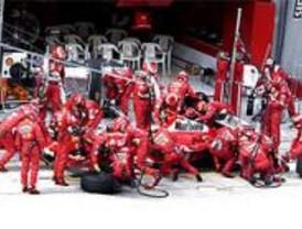 Concurso de cambio de neumáticos a un auténtico F1 en Pozuelo