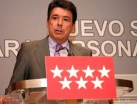 Ignacio González matiza que la campaña del PP contra el IVA es una crítica, no