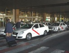 Una oferta provoca la 'guerra' entre taxistas