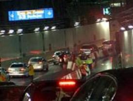 La lluvia obliga a cortar uno de los dos carriles del nuevo túnel