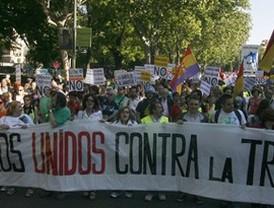 Miles de personas marchan contra el 'austericidio' de la Troika