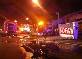 El incendio ha afectado a una colchonería