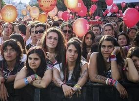 Decepción en la Puerta de Alcalá tras la eliminación de Madrid