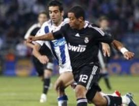 El Madrid aguanta y el Atleti golea al Numancia