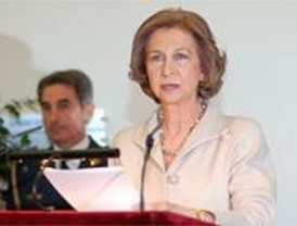 Los Reyes inauguran el centro de Alzheimer 'Reina Sofía'  en el PAU de Vallecas