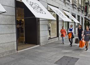 Turistas de compras por Madrid