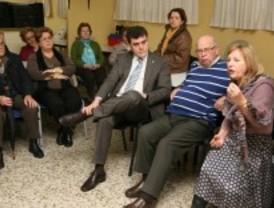 El alcalde de Leganés responde a los mayores del barrio de la Vereda de los Estudiantes
