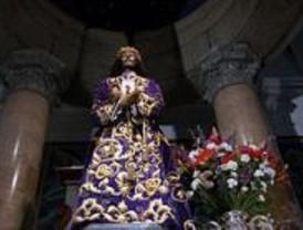 Miles de madrileños honran al Cristo de Medinaceli