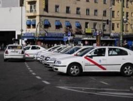 Un sector del taxi se moviliza contra las 16 horas