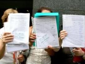 Entregan 6.000 firmas en defensa de los Centros de Apoyo al Profesorado