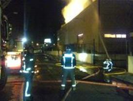 Un herido leve en un incendio en una nave con bobinas de papel en Leganés