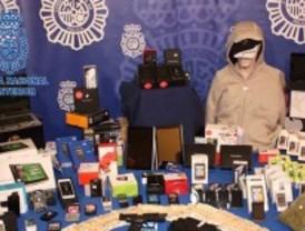 Detenidos por robar telefonía móvil