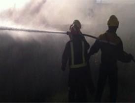 Desalojadas medio centenar de familias tras declararse un incendio forestal en Valdeavero