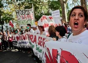 Marea Blanca manifestándose por una sanidad pública y pidiendo la dimisión de ANa Mato y Javier Rodriguez por la mala gestión de la crisis del ébola.